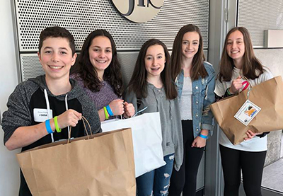 teens volunteer with JFS